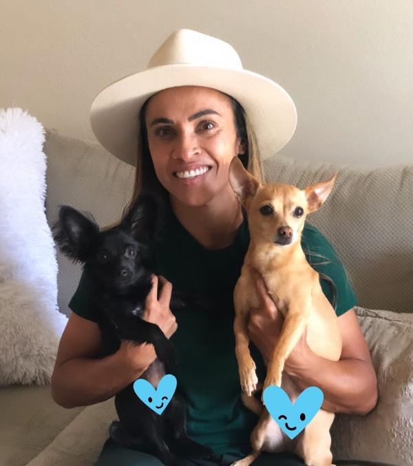 Apaixonada por cachorros, Marta vai construir no Sertão abrigo para animais abandonados