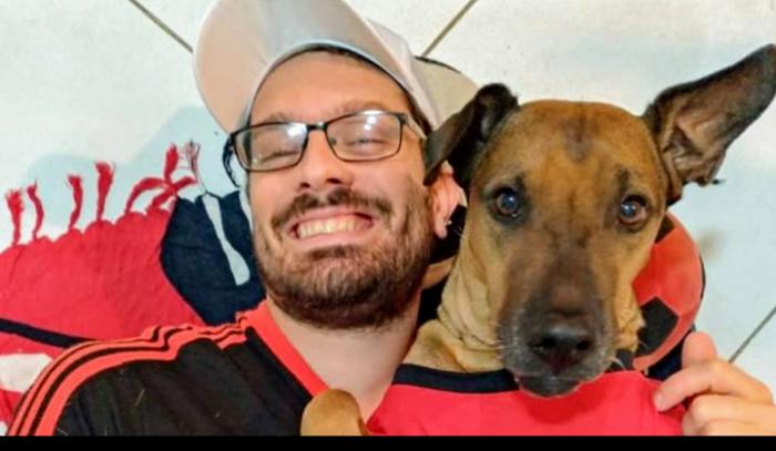 Torcedor do Flamengo rifa ingresso da semifinal da Libertadores para tratar câncer do cachorro