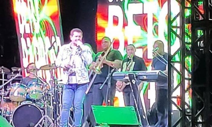 Beto Barbosa passa mal e interrompe show em João Pessoa