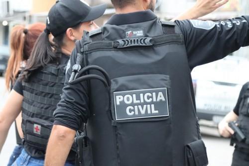 Polícia Civil prende pai e filho foragidos da Justiça por homicídio ocorrido em 2013