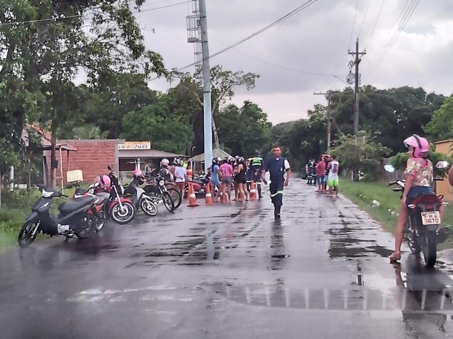 EMTT faz operação a favor da vida em estrada de Parintins