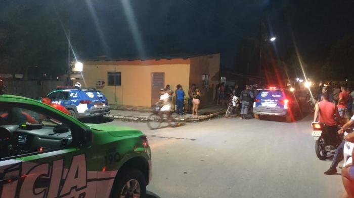 Loja é assaltada no centro de Parintins e polícia prende suspeito com celulares e roupas