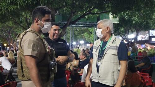 Fiscalização em Manaus interdita bar e flutuante por irregularidades