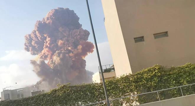 Incríveis Explosões no porto de Beirute, Líbano, causam grande destruição