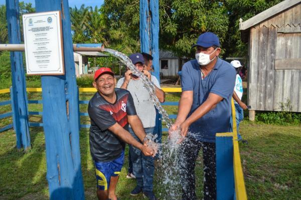 Bi Garcia entrega Água no Jirau  na comunidade Brasil Roça, em Vila Amazônia