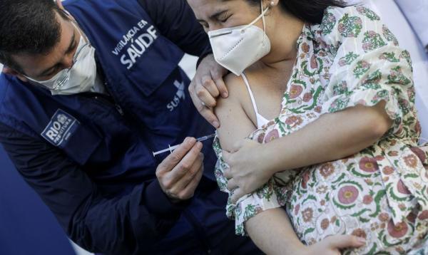 Anvisa orienta suspender vacina da AstraZeneca para grávidas