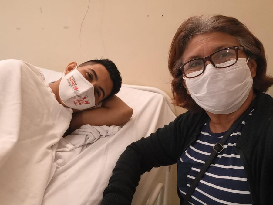 Desesperado, jovem com câncer faz apelo para continuar tratamento em Manaus