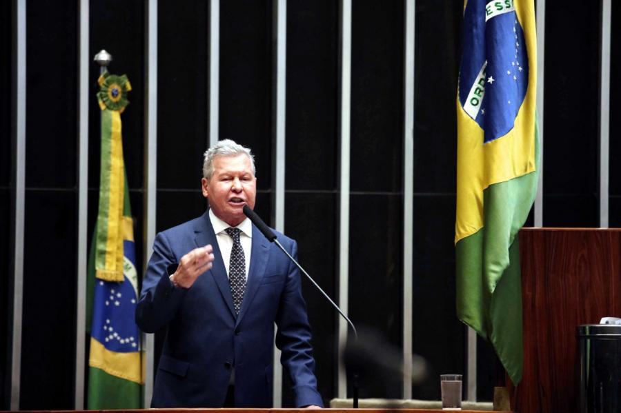 Arthur adverte Bolsonaro: 'escolha pela democracia é definitiva e isso exige harmonia entre poderes'